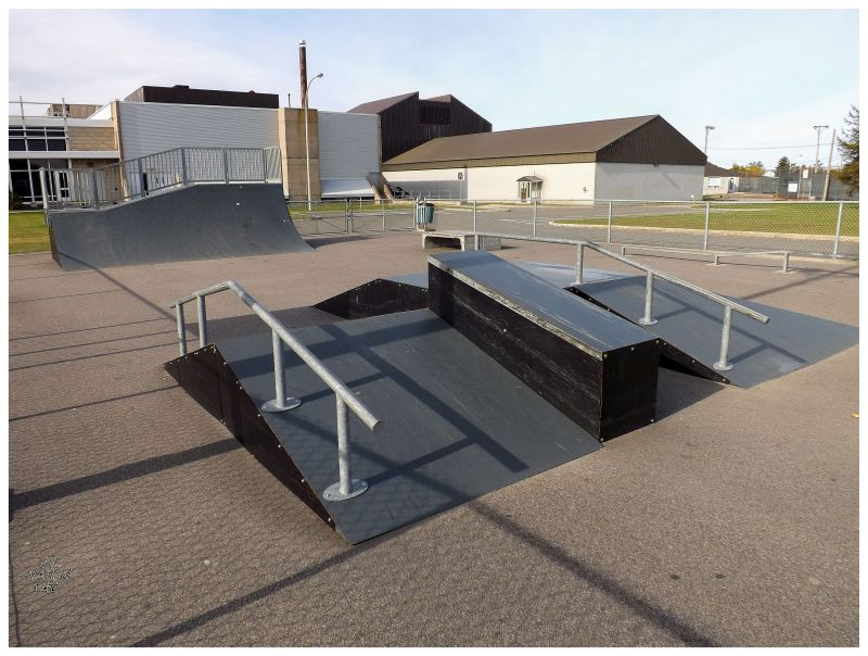 sept-iles skatepark, handrails and ledges